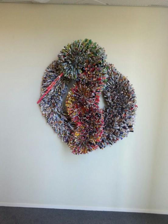 Dit werk is tijdens een workshop gemaakt en hangt nu in het bedrijf GSK te Huis ter Heide. Hoe zou het nu zijn met het beeld?